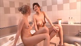 Lucky guy gets pleasured by Reiko Aiba and his girlfriend. HD