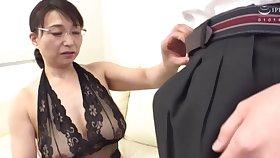 Busty Japanese mature Tokita Kozue enjoys pleasuring an mediocre challenge
